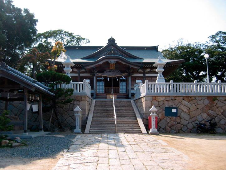 石屋(いわや)神社